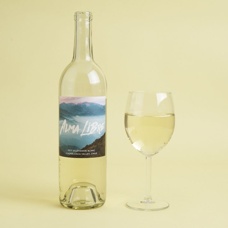 2017 Alma Libre Sauvignon Blanc with glass